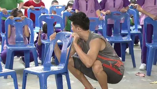 แกลอรีภาพ ท่าบริหารร่างกายขณะเปลี่ยนคาบเรียน(เก้าอี้)