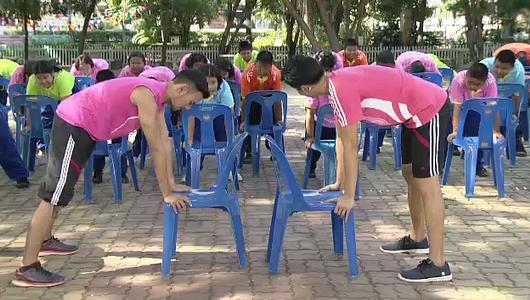 แกลอรีภาพ การออกกำลังกายสร้างกล้ามเนื้อสำหรับเด็กอ้วน